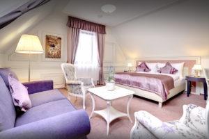 Provensalsky interier hotelova izba