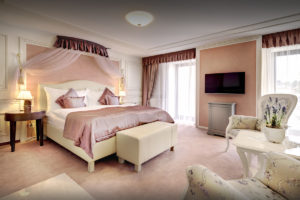Provensalsky interier luxusna izba hotel
