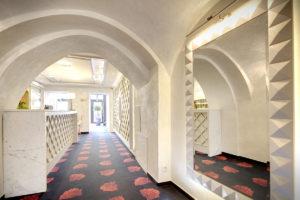 Interierovy dizajn hotel recepcny pult