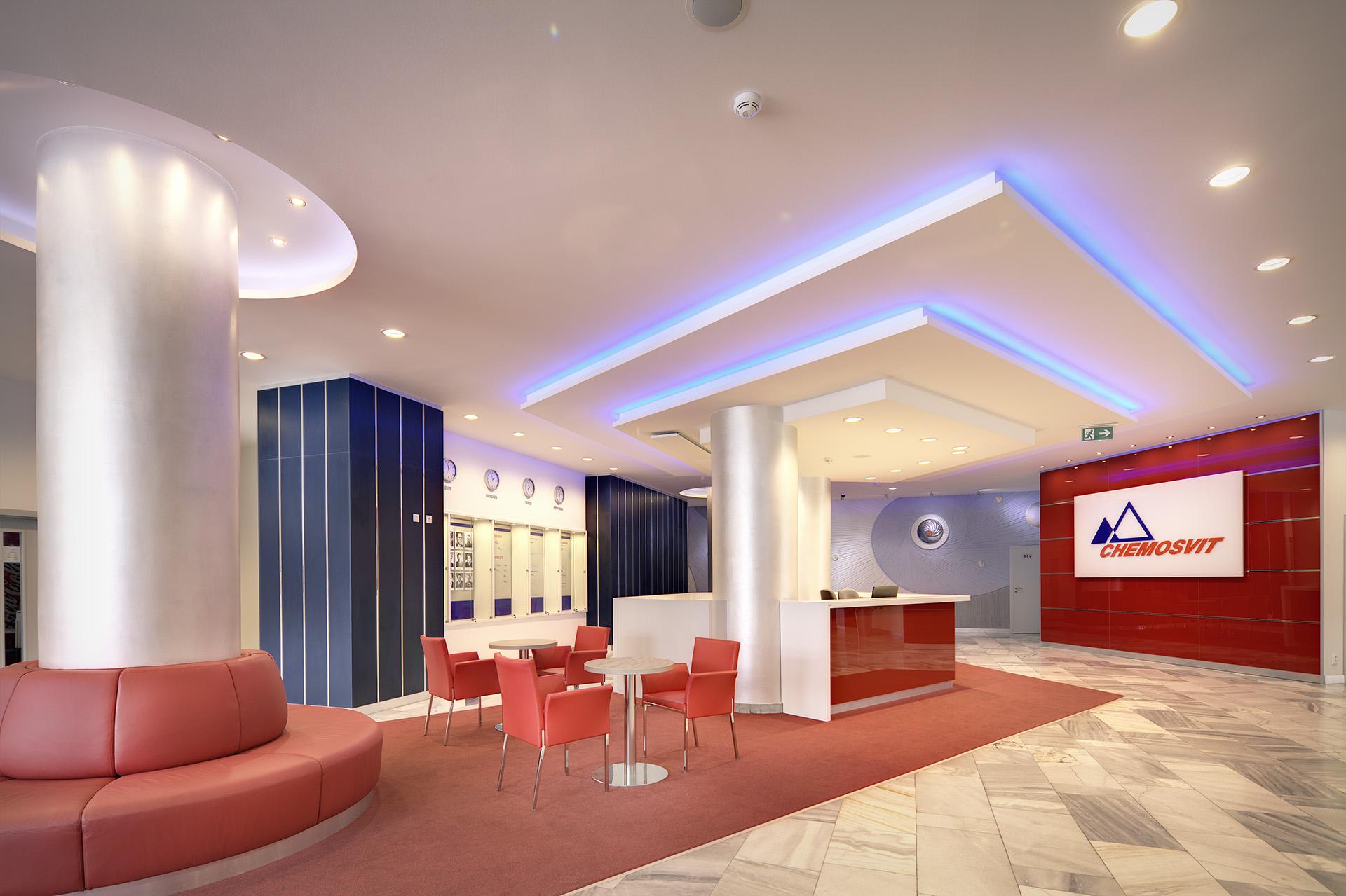interiér administratívnych priestorov a vstupnej haly Chemosvit