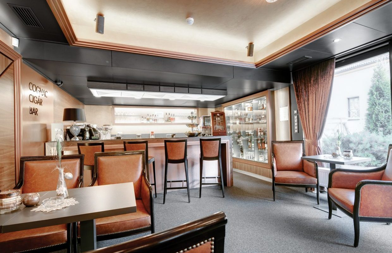 restauracne kaviarenske interiery cigarbar dizajn hotel Hviezdoslav