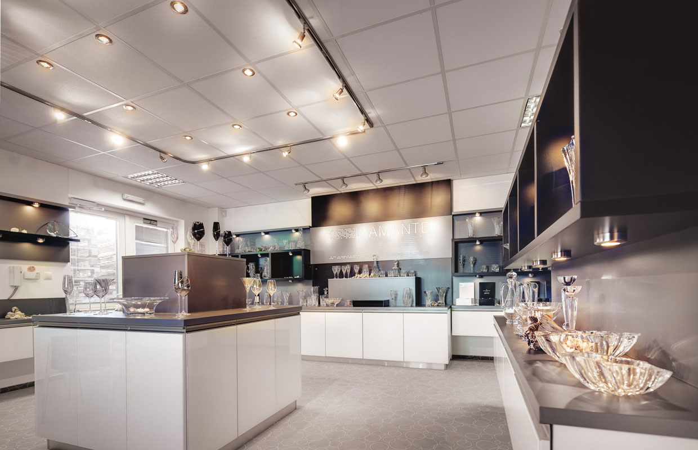 Atypický nábytok na mieru a dizajn interiéru showroomu
