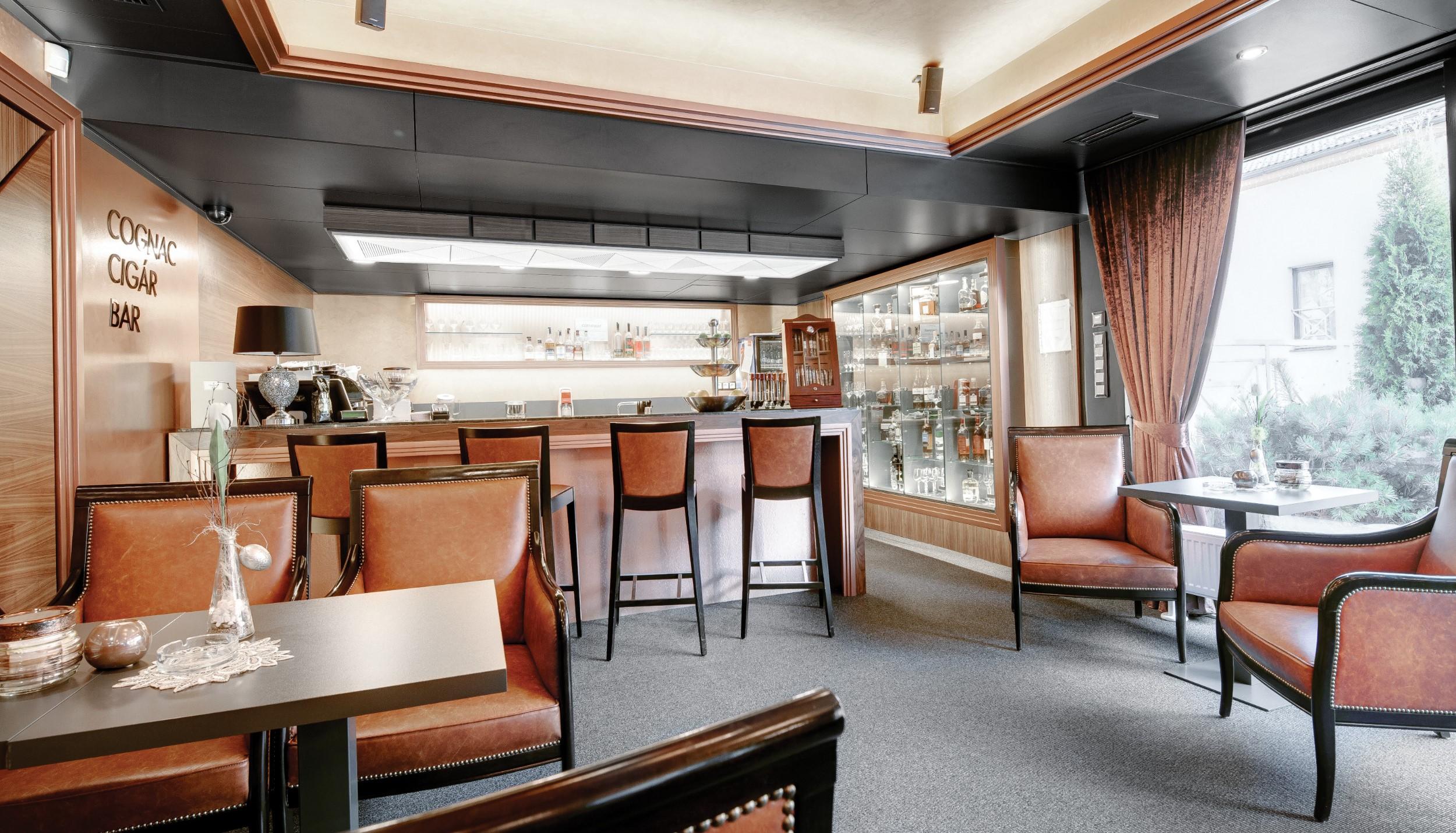 Interier Hotela Hviezdoslav Cigar a Konak Bar